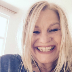 Kara Johnstad, singer-songwriter, voice expert