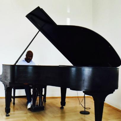 Godfrey Assem, piano teacher at Kara Johnstad - School Of Voice | www.schoolofvoice.berlin