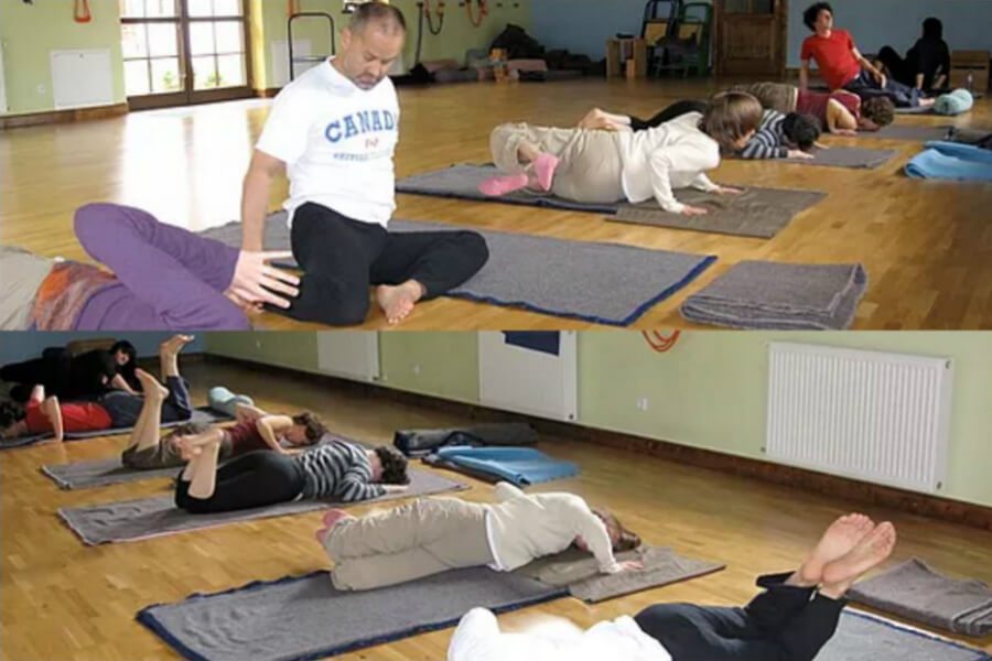 Feldenkrais Method: Awareness Through Movement class with Asha Leitner | www.schoolofvoice.berlin