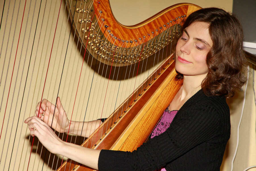 Miruna Nagy | harp teacher at Kara Johnstad School Of Voice | www.schoolofvoice.berlin