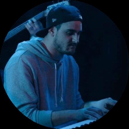 Jannik Neu, piano teacher at Kara Johnstad - School Of Voice | www.schoolofvoice.berlin
