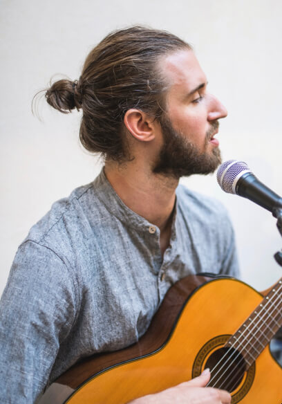 Benjamin Beirs teaches Guitar, Songwriting, and Music Theory at the Kara Johnstad School Of Voice in Berlin, Germany